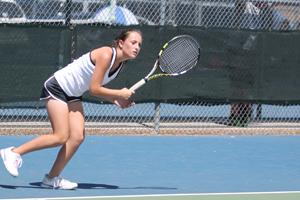 Tennis team qualifies for playoffs