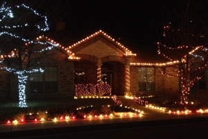Driving around looking at Christmas lights is an easy cheap date during the holiday season.