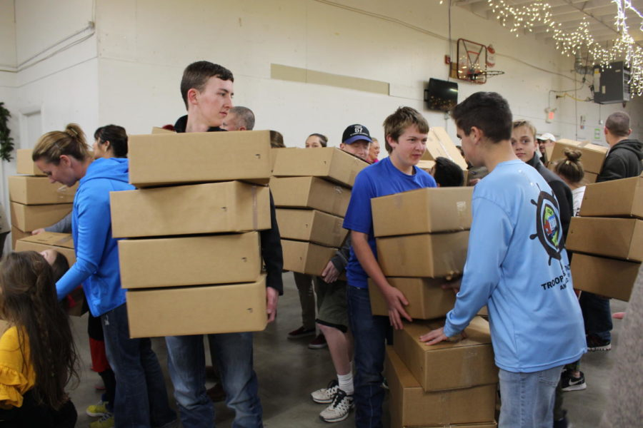 Students Volunteer During the Holiday Season