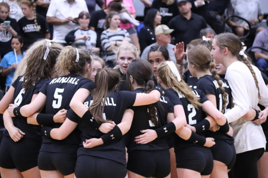 The+varsity+volleyball+team+works+to+defend+their+No.+1+state+ranking.
