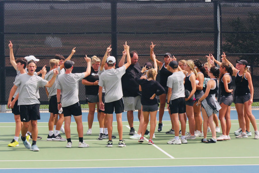Varsity Tennis Advances to Playoffs